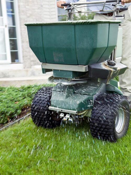 landscaping design Calgary - lawn fertilization